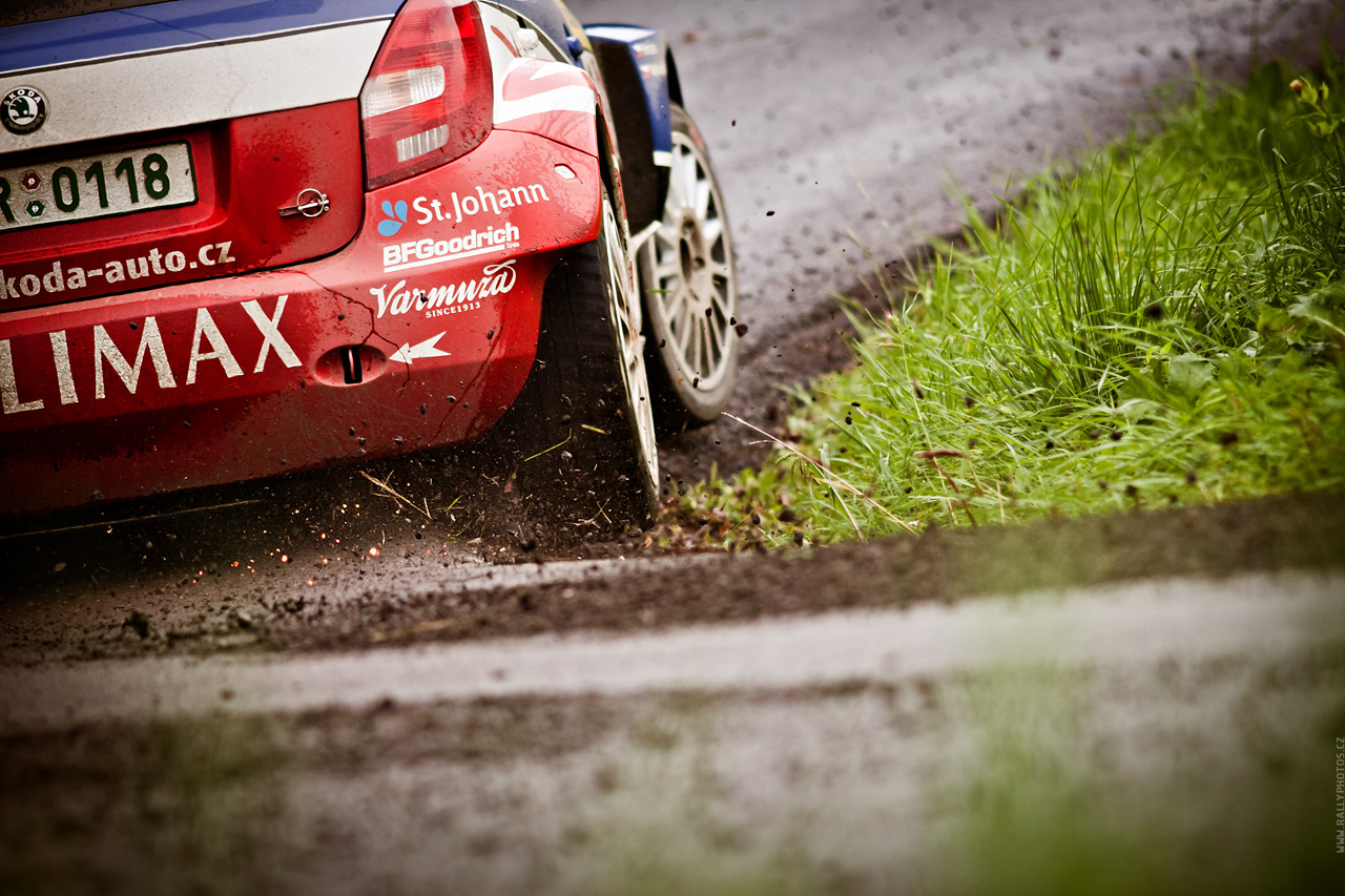 http://www.rallyphotos.cz/photos/barum_czech_rally_zlin_2010/09.jpg