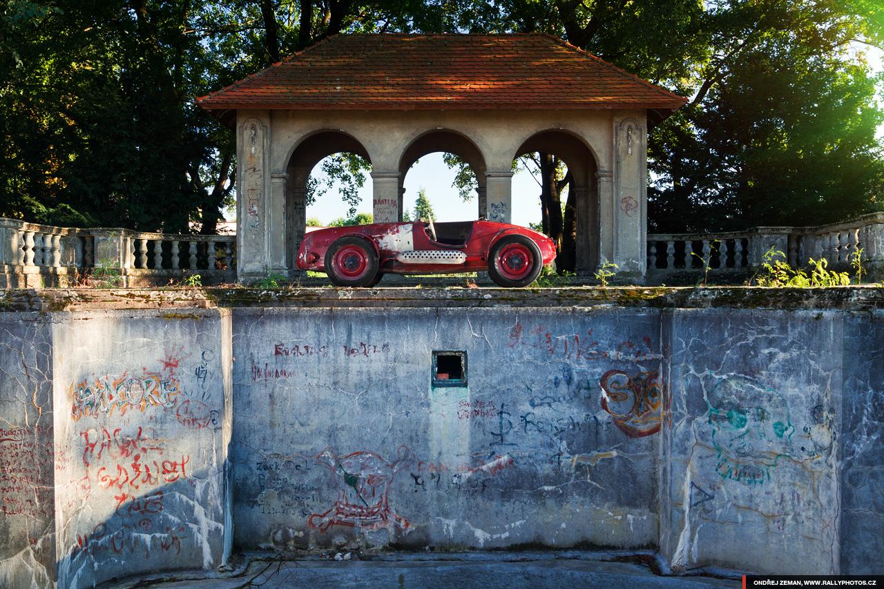 bunch-of-historic-cars-10.jpg